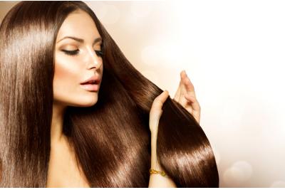 7 tipp, hogy profi hajszárítás nélkül is dúsabb hatású legyen a frizurád